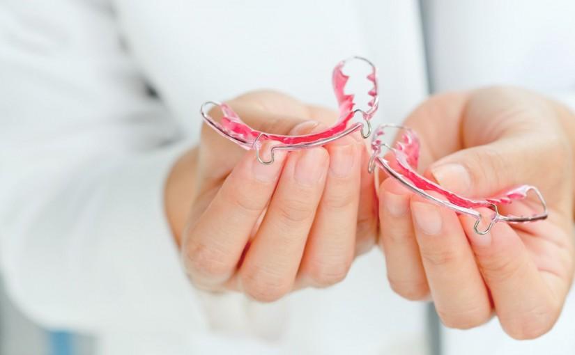ruchomy aparat na zęby dla dziecka