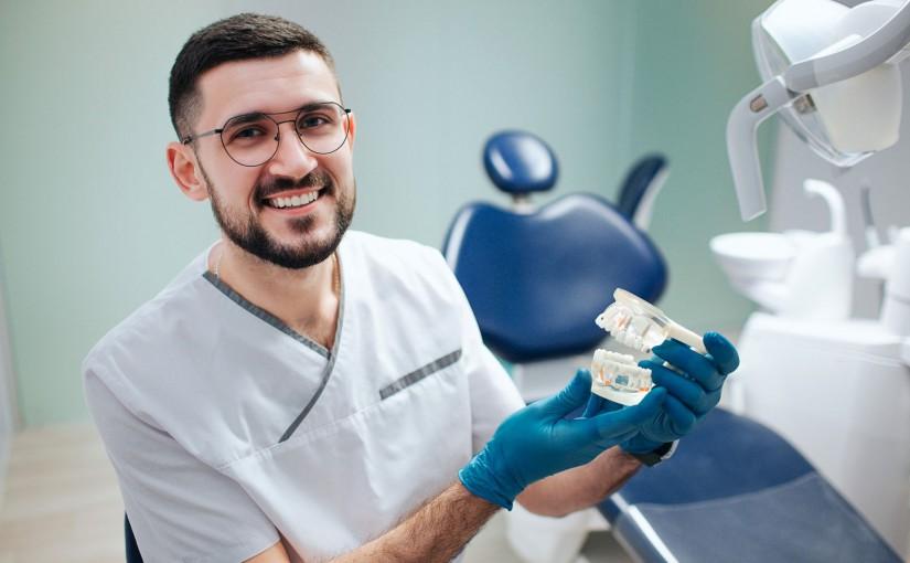 leczenie zaburzenia stawu skroniowo-żuchwowego w gabinecie stomatologicznym