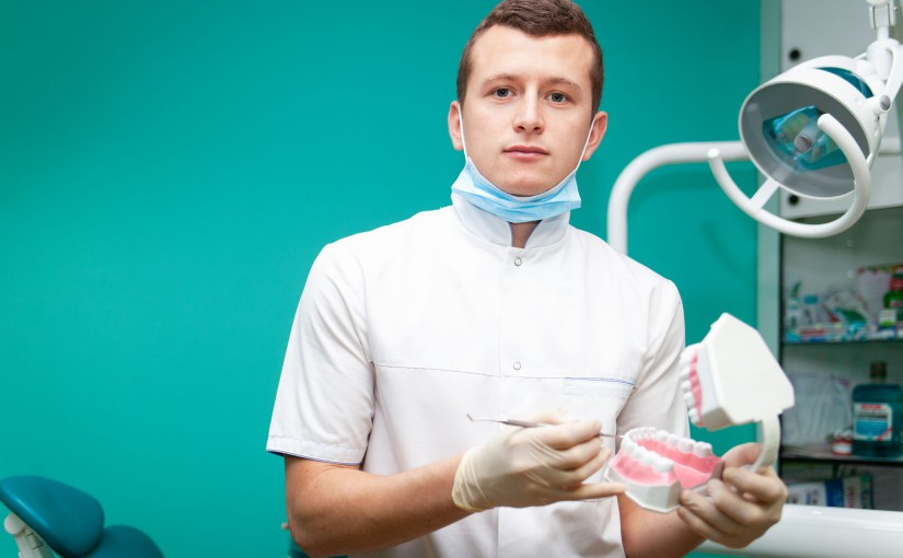 Co trzeba robić po wstawieniu implantów zębów